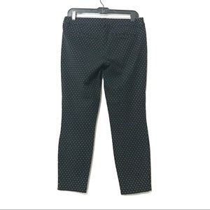 💚3/$25 Old Navy Pixie Mid Rise pants size 6
